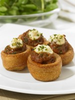 FRANK DALE Mini Yorkshire Puddings with Beef & Horseradish